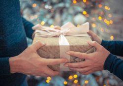 Vánoční dárky letos podraží. Může za to slabá koruna